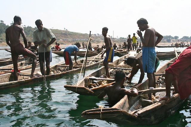 steenvisser bij Jaflong